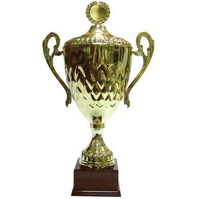 Кубок золотого цвета цельнометаллический на основании из дерева
