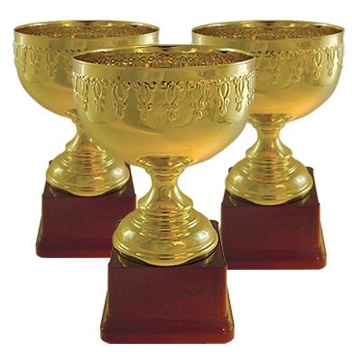 Кубок золотого цвета, чаша металлическая на основании